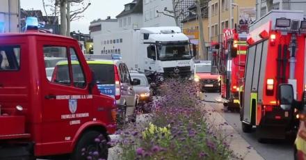 Skradzioną ciężarówką staranował osiem samochodów. Niemiecka policja nie wyklucza ataku terrorystycznego